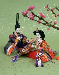 おひなさまと桃の花の写真素材 [FYI03307275]