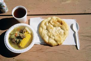 インディアンのパンとスープの写真素材 [FYI03307770]