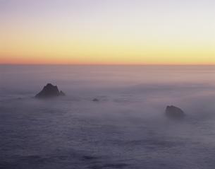 Big Surの海霧 夕景の写真素材 [FYI03308080]