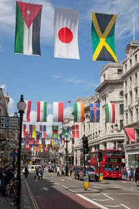 リージェントストリートの万国旗と日の丸の写真素材 [FYI03309180]