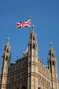 国会議事堂のビクトリアタワーとユニオンジャックの写真素材 [FYI03309188]