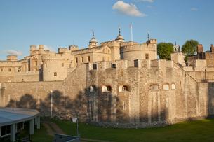 ロンドン塔の北西側の外壁の写真素材 [FYI03309197]
