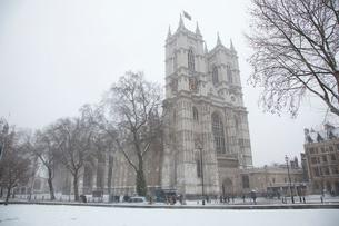 雪の中のウェストミンスター寺院の写真素材 [FYI03309237]