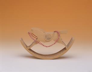 紀州彫 葵木馬 木製の写真素材 [FYI03310158]