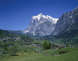 登山電車とヴェッターホルンの写真素材 [FYI03310550]