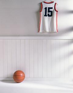 ユニホームとバスケットボールの写真素材 [FYI03311842]