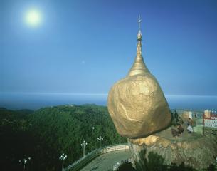 チャイティヨパゴダ   ミャンマーの写真素材 [FYI03312832]
