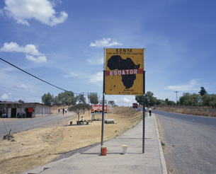赤道標示区域 2月 ケニアの写真素材 [FYI03312894]