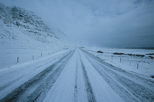 アイスランドの雪道の写真素材 [FYI03312915]