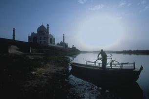 タジマハールの夕暮れの写真素材 [FYI03312924]