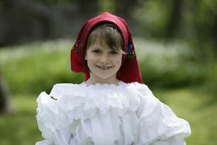 マラムレッシュ地方の民族衣装を着た人の写真素材 [FYI03312931]