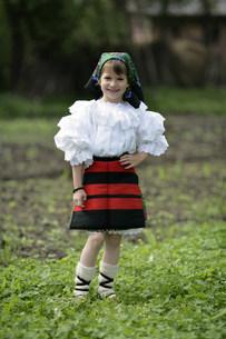 マラムレッシュ地方の民族衣装を着た人の写真素材 [FYI03312932]