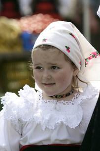 マラムレッシュ地方の民族衣装を着た人の写真素材 [FYI03312933]
