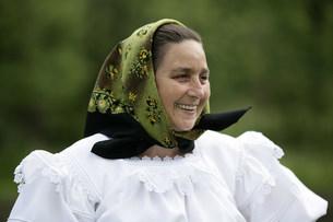 マラムレッシュ地方の民族衣装を着た人の写真素材 [FYI03312935]