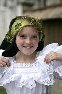 マラムレッシュ地方の民族衣装を着た人の写真素材 [FYI03312936]
