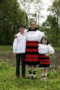 マラムレッシュ地方の民族衣装を着た人の写真素材 [FYI03312938]