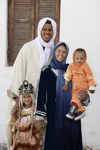 べルべル人の家族の写真素材 [FYI03312992]