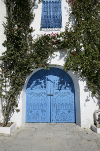 シディ・ブ・サイドの青いドアの写真素材 [FYI03313002]