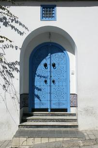 シディ・ブ・サイドの青いドアの写真素材 [FYI03313017]