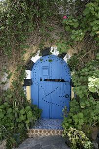 シディ・ブ・サイドの青いドアの写真素材 [FYI03313022]