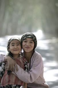ホータンのウイグル族の家族の写真素材 [FYI03313049]