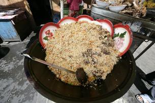 トルファンの市場の焼飯の写真素材 [FYI03313101]