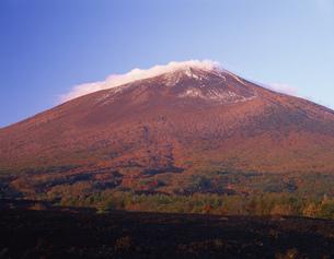 焼き走り溶岩流と岩手山 朝景の写真素材 [FYI03313595]
