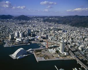 神戸港と市街の写真素材 [FYI03313879]