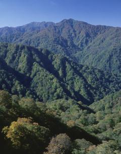 白神山地 向白社岳の双耳峰の写真素材 [FYI03314120]