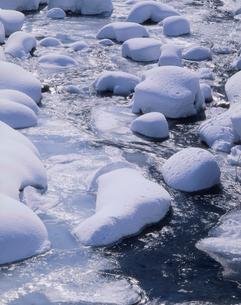 雪の川の写真素材 [FYI03314135]
