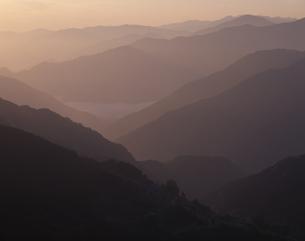四国山地の朝 山城町   5月の写真素材 [FYI03314645]