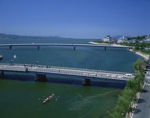 松江大橋と宍道湖 松江  7月の写真素材 [FYI03314667]