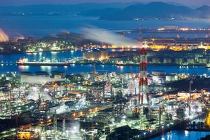 水島コンビナートの夜景の写真素材 [FYI03315213]