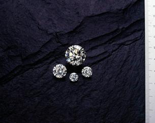 ダイヤモンド実物大の写真素材 [FYI03315324]
