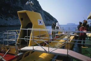 西帰浦港の観光潜水艇の写真素材 [FYI03316223]