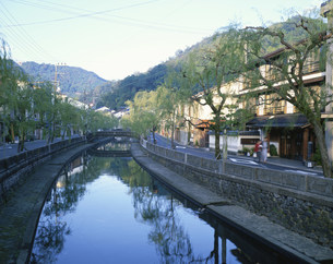 城崎温泉街の朝の写真素材 [FYI03316233]