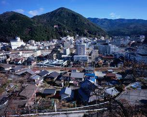 飛騨川右岸から望む下呂温泉の全景の写真素材 [FYI03316934]