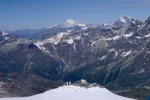 スイスイタリア国境とモンブランの写真素材 [FYI03317139]