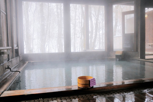 温泉大浴場の湯桶の写真素材 [FYI03317171]