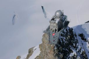 スフィンクスとアレッチ氷河のクレバスの写真素材 [FYI03317220]