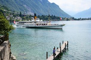 出港する湖船の写真素材 [FYI03317715]