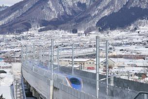 北陸新幹線下り試運転列車の写真素材 [FYI03317854]