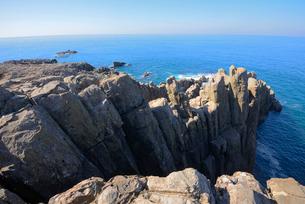 青い日本海と名勝東尋坊の絶壁の写真素材 [FYI03317879]