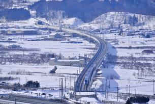 北陸新幹線下り試運転列車の写真素材 [FYI03317920]