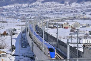 北陸新幹線下り試運転列車の写真素材 [FYI03317922]