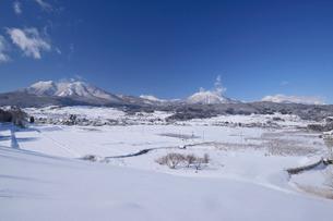 北信濃の雪山の写真素材 [FYI03317924]