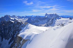 エギーユドゥミディから見るシャモニ針峰群の写真素材 [FYI03318058]