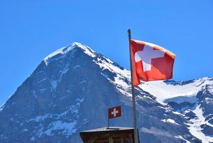 アイガーとスイス国旗の写真素材 [FYI03318154]