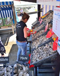カンカルの牡蠣屋台の写真素材 [FYI03318909]