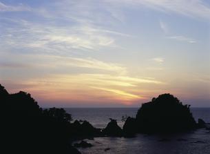 浦富海岸と夕照の写真素材 [FYI03319422]